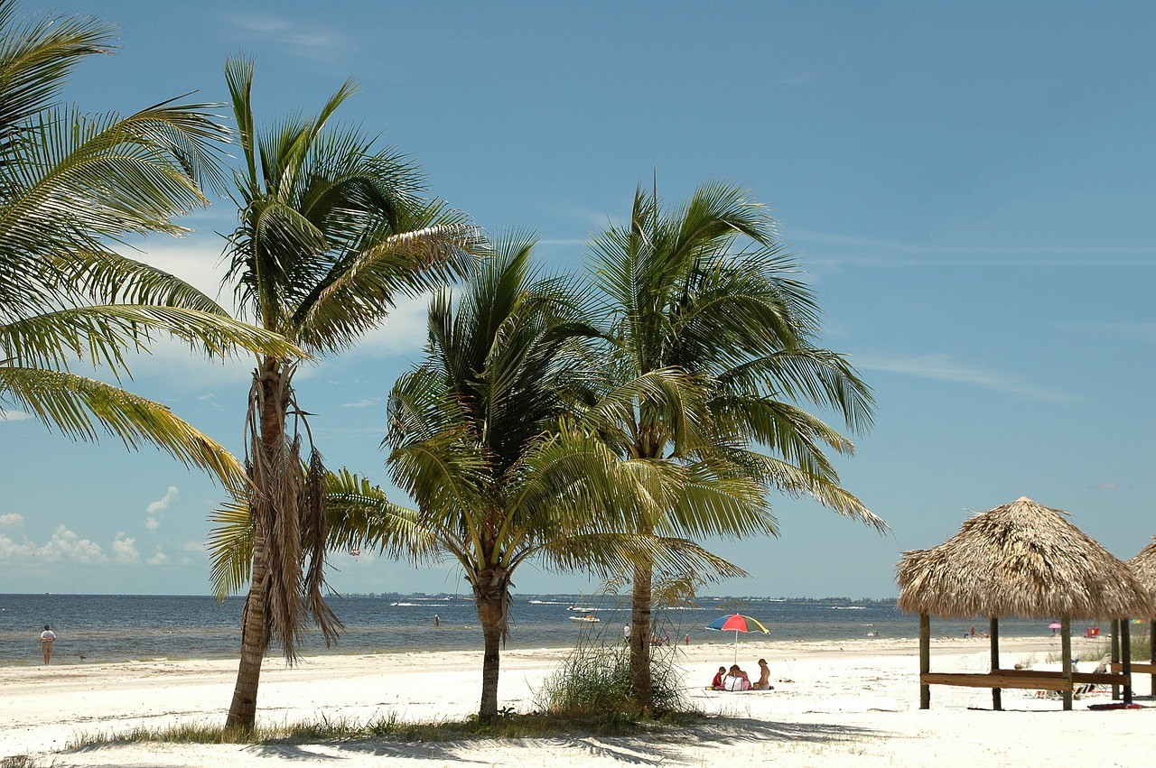 If you're traveling to Fort Myers Beach, you are bound to hit one of the beaches. Everyone knows that the beaches are Lee County's No. 1 outdoor attraction. || Distinctive Beach Rentals